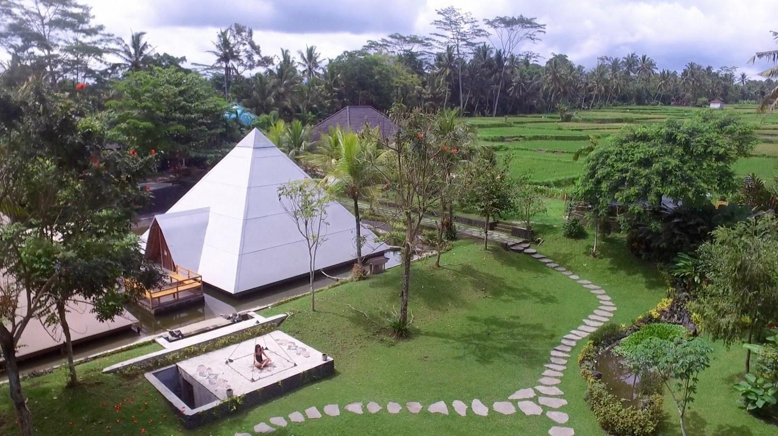 Pyramids-of-Chi_2_1600_897