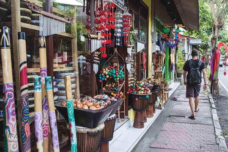 bali-shop-Street-atmosphere-in-Ubud